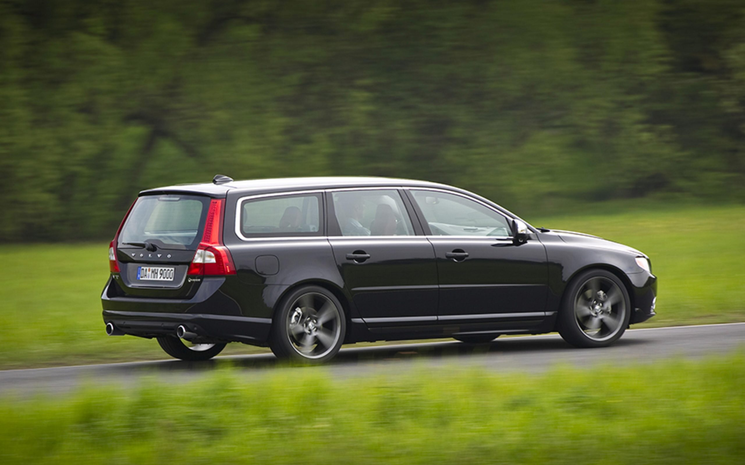HEICO_SPORTIV_Volvo_V70_T6_135_rear_2