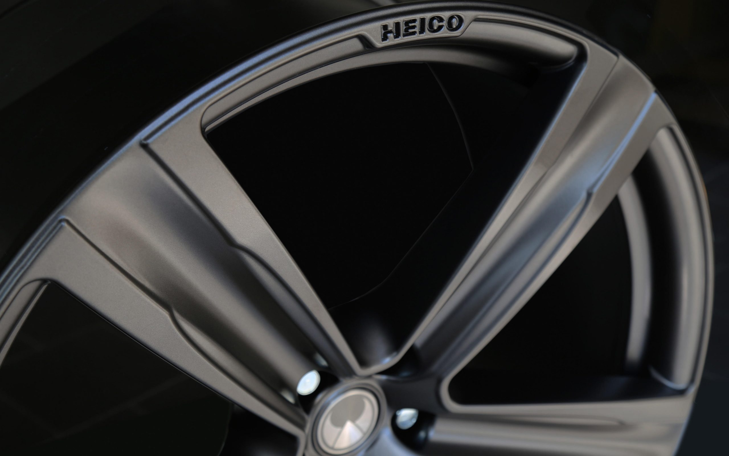 heico-sportiv-alloy-wheel-volution-five-22-titanium-matt-detail
